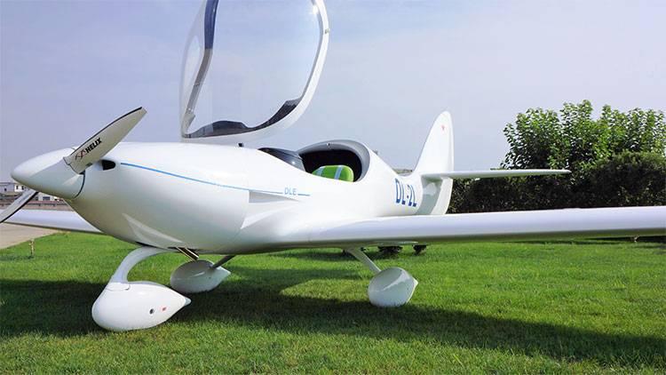 DL-2L DLE公司的生產的兩座飛機!